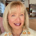 Vicky Stouki - MBA | Digital Creator | Stylist.